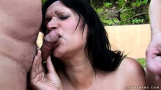 Roxana always smiles when big cocks shoot sperm in her eyes and mouth